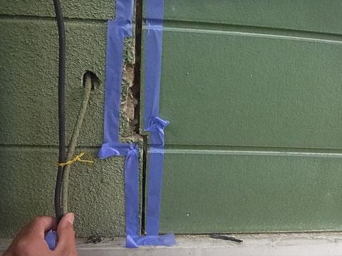 熊本T様家。外壁目地コーキング剥ぎ取りと配線穴。
