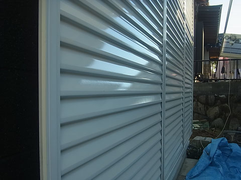 鏡板シャッターの塗り替え。熊本T様家。ホワイト仕上げ