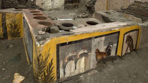 Termopolio excavado en la antigua ciudad de Pompeya. Vía: Luigi Spina/Parco Archeologico di Pompei / AP