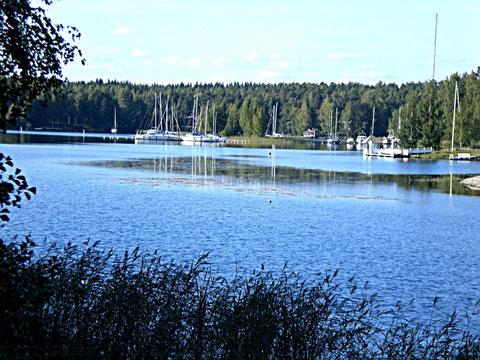 """Segelboots- und Bootshafen """"Suopelto"""" für private Boote. An der Anfahrt zu unserem Mökki gelegen."""