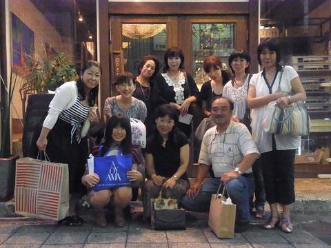 <後列> 藤沢高校バトミントン部☆同期7名  <前列> 同期の娘さん+顧問の先生の奥さま+顧問の先生