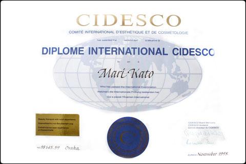 1998年シデスコ認定国際エステティシャンを取得