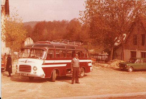 Der erste Reisebus.