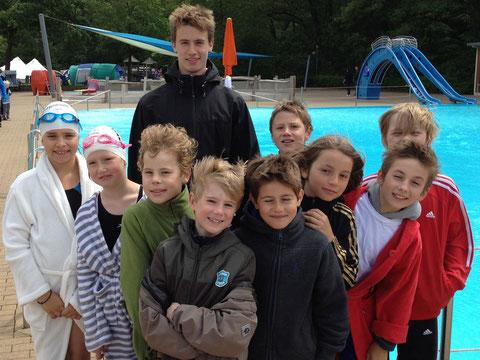 Die Gruppe im Senner Waldbad vor dem Start mit Trainer Leif Sommer