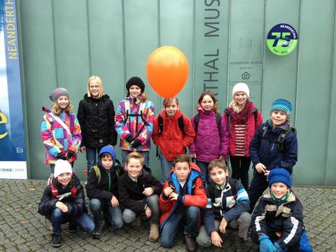 Die Gruppe vor dem Museum
