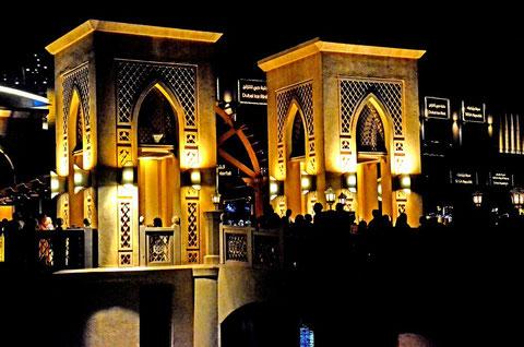 Brücke über den Dubai Lake