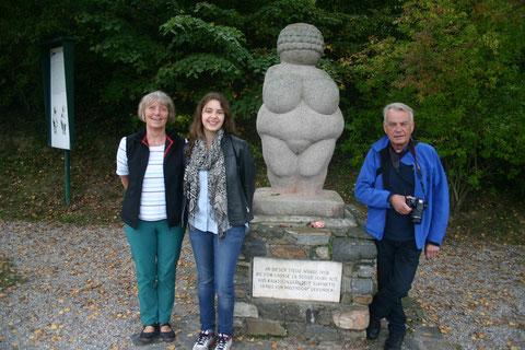 v.l.n.r.: Bodil Dibbern, Karoline Voglauer und Dr. Wolfgang Dibbern. Foto WaPA