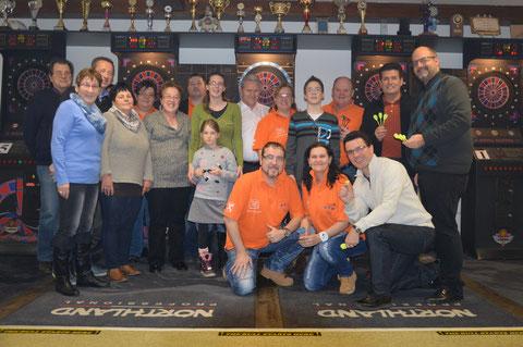 Die Gäste des Promi-Dartturniers in Langenlois zeigten sich begeistert. Foto: MoPA