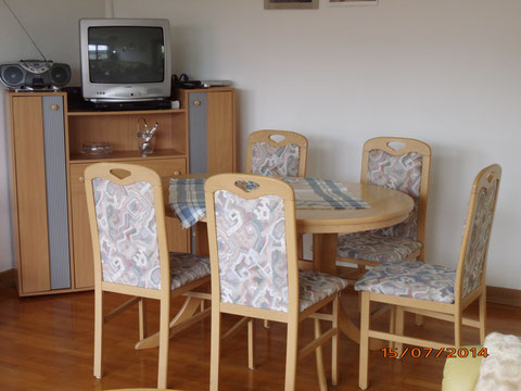 Esstisch im Ferienhaus Rollmann-Dockter, in Nohn