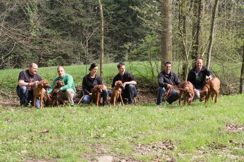 Markus mit Malik, Hannes mit Marula, Rebecca mit Anaya, Joni mit Nala, René mit Juma und Urs mit Dayo