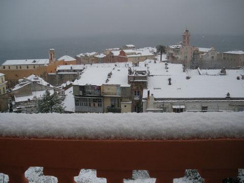 La Citadelle de Bastia sous la neige : c'est beau. Mais vient maintenant le temps des désagréments. (Photo J.-B. R)