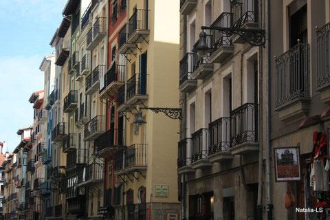 с этих балконов смотрят на бег энсьерро