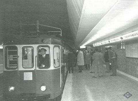 Tren inaugural detenido en la estación de Prosperidad. Foto Metro de Madrid.