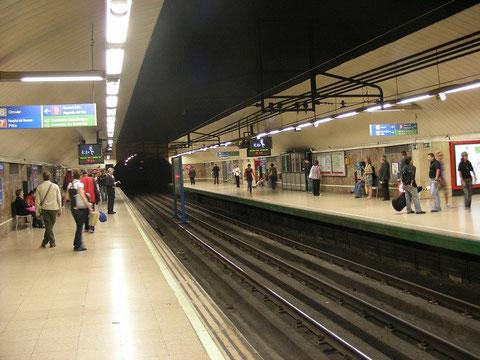 La estación de Avenida de América en la actualidad. Obsérvese la desaparición del falso techo. 5 de junio de 2008. Foto César Mohedas
