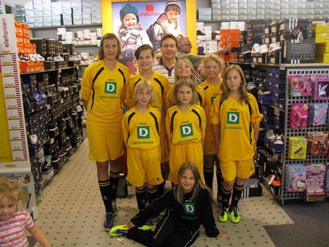 D-Juniorinnen 2011/2012 (Übergabe Deichmann-Trikotgewinn)