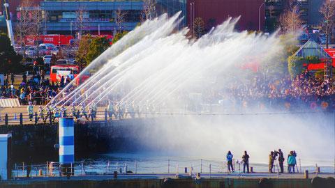消防隊放水ショー