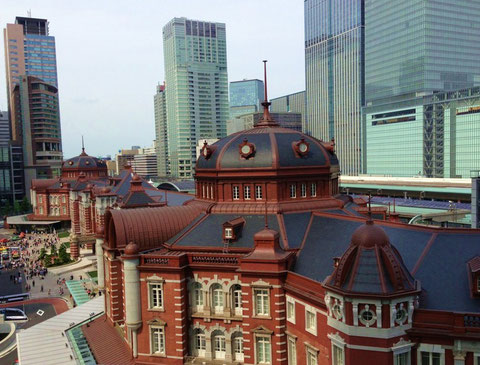 休日の東京駅