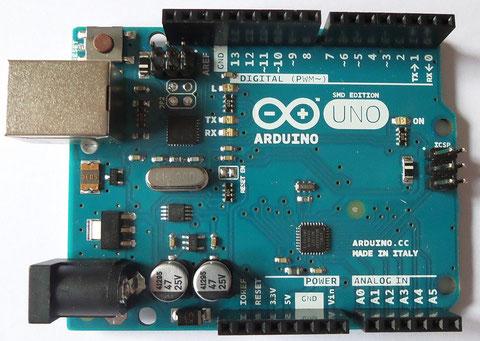 Arduino UNO R3 - Version in SMD-Bauweise mit USB-Schnittstelle und ATmega328-Mikrocontroller.