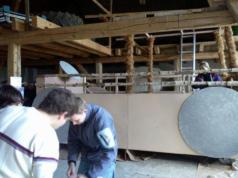 Tommes und Christian beim Werkeln