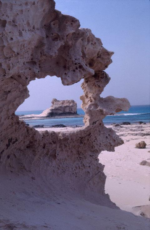 """""""Durchblick"""", Felsen der Kleopatra bei Marsa Matruh, Ägypten/Egypt, Pentax. Foto: Eleonore Schindler von Wallenstern."""