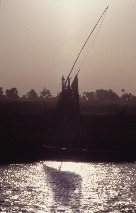 Nile Boat, Felucke bei Al Badari, Mittel-Ägypten/Middle Egypt, Pentax. Foto: Eleonore Schindler von Wallenstern.