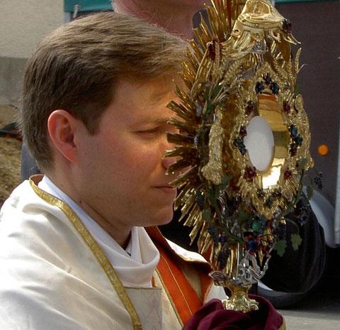 Fronleichnamsprozession/Corpus Christi Procession, 13.06.2004, Wendelsheim (Rottenburg), Germany, Konica. Foto: Eleonore Schindler von Wallenstern.