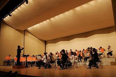 福岡中央ウィンドシンフォニーの定期演奏会の様子を写した写真