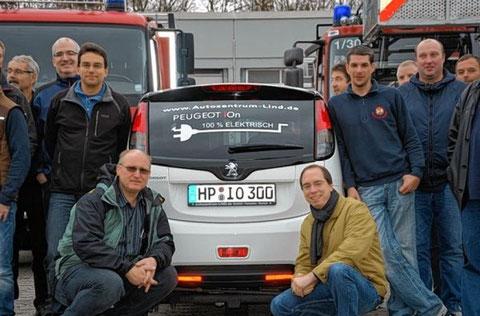 Bei einer Wehrübung der Bensheimer Feuerwehr standen Gefahrenpotenziale bei Elektro- und Gasfahrzeugen im Mittelpunkt.