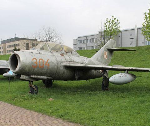 MiG15UTI 304-1