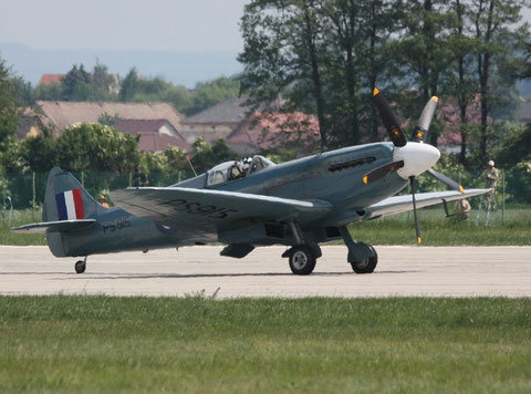 Spitfire PS915-1