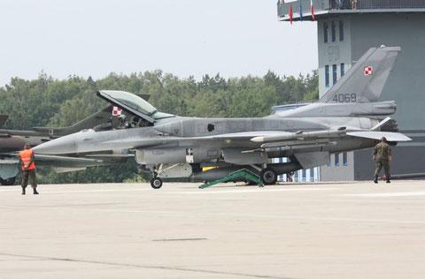 F16 4069-1