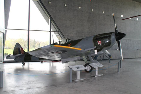 Spitfire TB995-1