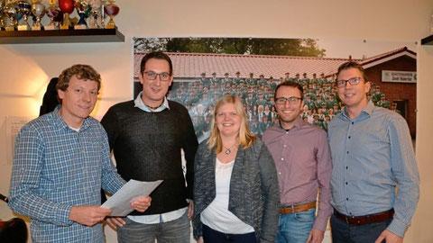 Den SV Eintracht Brual führen (von links) Vorsitzender Rochus Hiller, Thomas Rave, Jennifer Staars, Thomas Kirchner und Josef Kosse in das ins 51. Vereinsjahr. Foto: Hermann-Josef Döbber