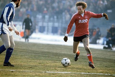 In über 70 Spielen der deutschen Bundesliga stand René im Einsatz. Zuerst beim 1. FC Köln, nachher beim 1. FC Nürnberg. 1982 war er sogar Weltauswahl-Spieler.