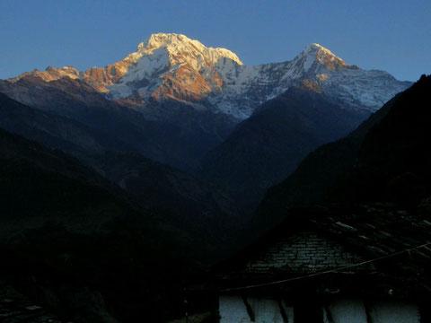 Sonnenaufgang am Annapurna-Süd