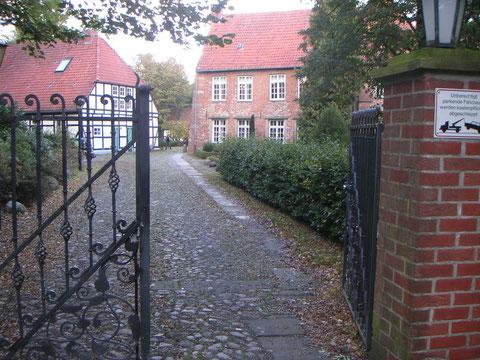 Eingangsbereich mit Blick auf die Scheune