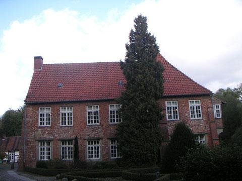 Haus Blomendal mit großem Saal und Nebengebäude Scheune