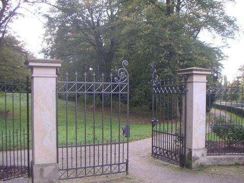 Aus- und Eingangstor Wätjens Park gegenüber vom Löhpark