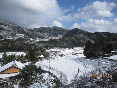 惑星ハシグチ、2010年大晦日は雪に覆われた。