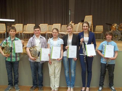 Ausgezeichnet: Bastian Schwaab, Maximilian Kuntz, Romy Wingerter, Luka Maria Hilzendegen, Christina Scherer, Jakob Hilse (von links)