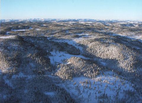Espetveit mit dem neuen Hof im Vordergrund  im Winter aus 1000m Höhe