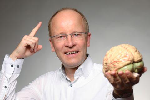 EQ Sales Gehirn Mimikresonanz Gefühlskreis Einwandsignale