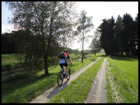 Entlang des Loisachkanals bei Herrnhausen.