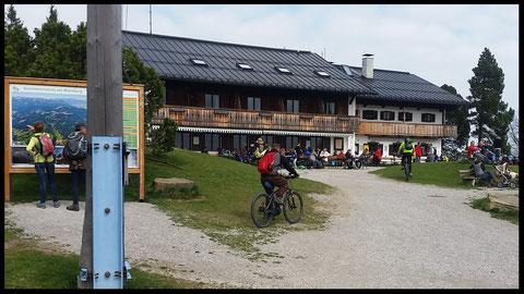 Das Blomberghaus: Treffpunkt für Wanderer und Mountainbikerr
