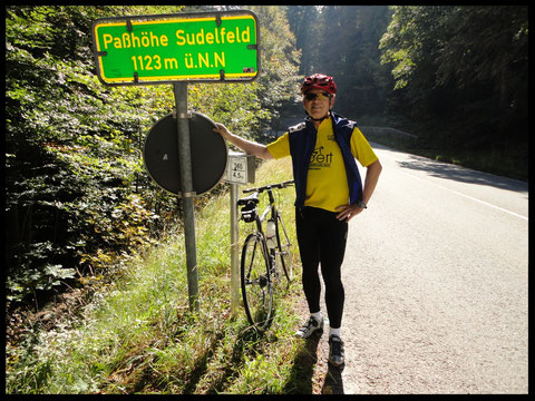 Sepp am höchsten Punkt dieser Rundtour: An der Sudelfeld-Passhöhe.