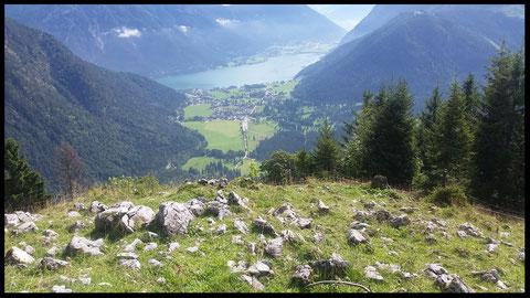 Großer Genuss: Blick vom Feilkopf-Gipfel auf Pertisau und Achensee