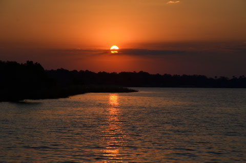 Sonnenuntergang auf dem Sambesi.
