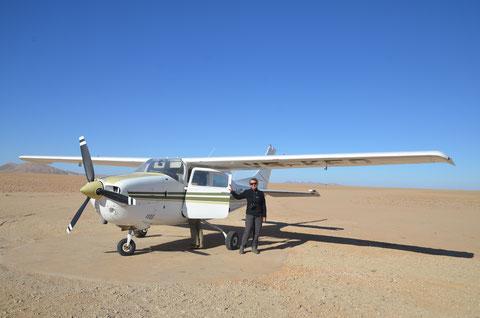 Scenic Flug mit einer Cesna über der Namib Wüste.