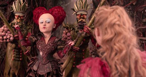 Helena Bonham Carter est la Reine Rouge, le personnage le plus méchant (©The Walt Disney Company).