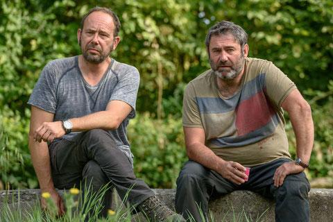 Olivier Gourmet et Sergi Lopez, deux demi-frères sur les traces de leur père (©JHR Films).